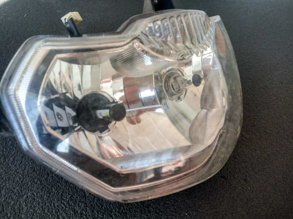 Фара зі встановленими лампами HS1 у зборі фото